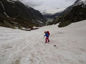 Es liegt noch viel Schnee im Hüttenzustieg